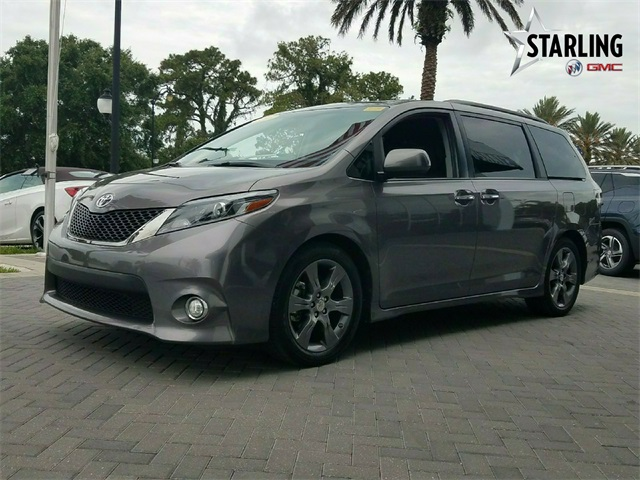 Pre-Owned 2016 Toyota Sienna SE Premium